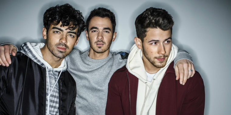 Happiness Continues: The Jonas Brothers return to Talking Stick with second vibrant show - Entertainer Magazine